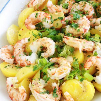 """Salade de pommes de terre aux crevette. Retrouvez la recette sur le blog """"Cuisine Culinaire"""""""
