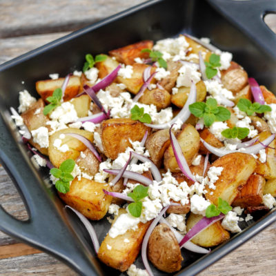 """Salade de pommes de terre primeur aux asperges, poulet et radis. Retrouvez la recette sur le blog de """"C'est Moi qui l'ai fait !"""""""